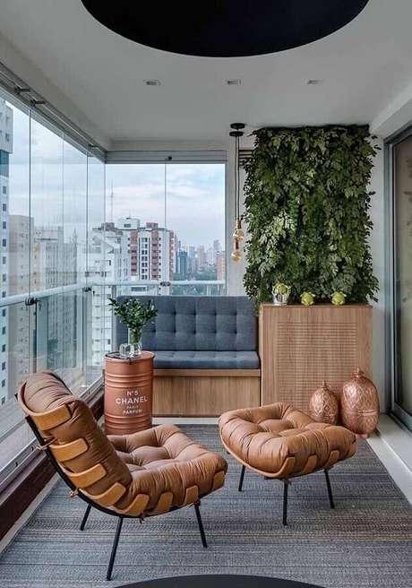 7. O tonel decorativo também pode ser usado para compor a decoração da varanda – Foto: Mauricio Gebara Arquitetura