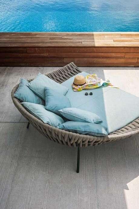 19. Linda e confortável espreguiçadeira piscina estofada azul – Foto: Architonic