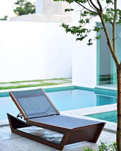 5. Saiba como escolher a espreguiçadeira ideal para a sua área de piscina – Foto: Mac Design