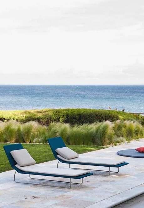 32. Espreguiçadeira piscina com design minimalista – Foto: JERA Arquitetura e Engenharia