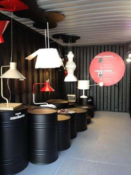 31. Ambiente comercial decorado com vários tonéis decorativos – Foto: Yandex