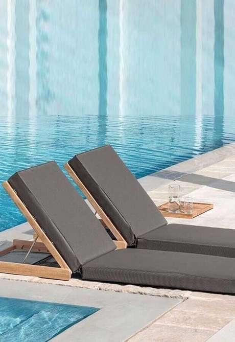 48. Modelo minimalista de espreguiçadeira dobrável para piscina – Foto: Pinosy