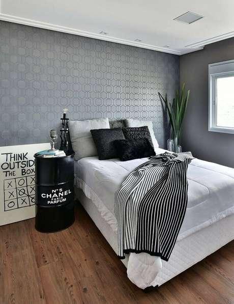 10. Em um quarto de casal moderno as formas geométricas podem ser utilizadas de várias formas. Projeto por: Tetriz Arquitetura e Interiores