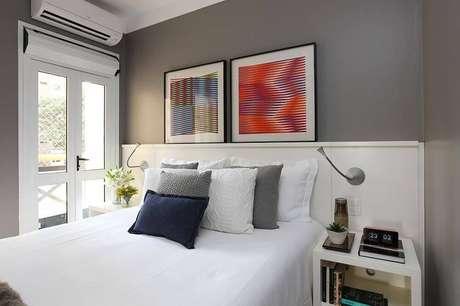 13. Quadros são sempre bem-vindos na composição de um quarto de casal moderno. Projeto por: Now Arquitetura