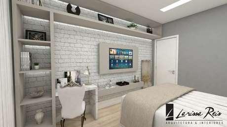 50. Prateleiras são exemplos de funcionalidade que um quarto de casal moderno pede. Projeto por: Larissa Reis