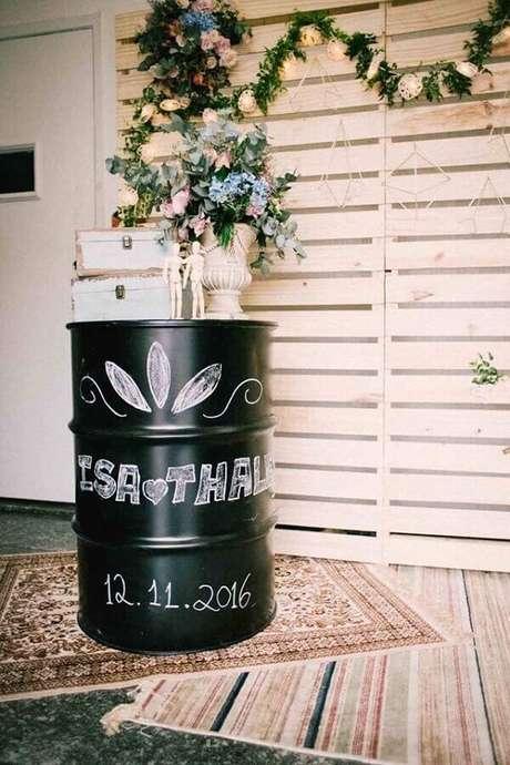 62. O tonel decorativo também pode ser usados em festas – Foto: Casamentos