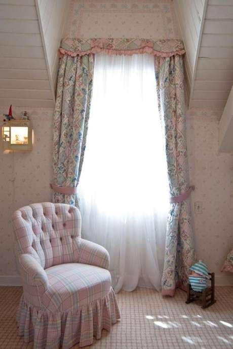 10. Composição de duas cortinas para quarto, uma mais leve e a outra com o tecido mais pesado