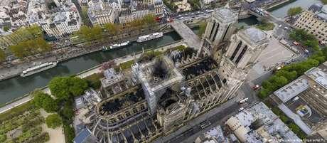 Notre-Dame foi parcialmente destruída por um incêndio em 15 de abril