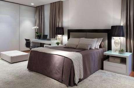 14. As cortinas poder servir como decoração de uma parede lisa, ou para equilibrar o quarto