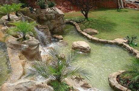 6. Você pode fazer um lago artificial com cascata para deixar o lago ainda mais bonito – Por: Pinterest