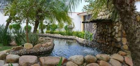 11. Cascata em lago artificial em casa – Por: 44 arquitetura