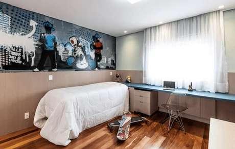 51- As cortinas para quarto curtas contribuem com a decoração em espaços reduzidos. Fonte: Pinterest