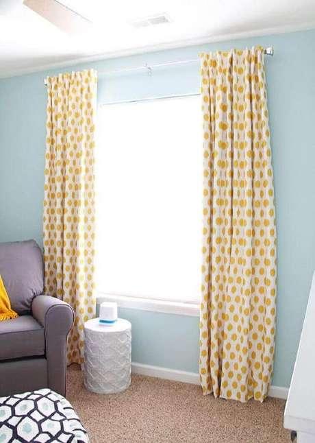 34- As cortinas para quarto podem ser instaladas com varões de alumínio ou madeira. Fonte: Pinterest