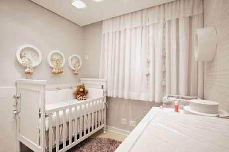 42- As cortinas para quarto de bebê podem ser curtas. Fonte: Andrea Murao