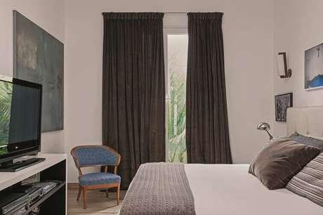 44- As cortinas para quarto com tecidos pesados bloqueiam a luz externa. Fonte: Pinterest