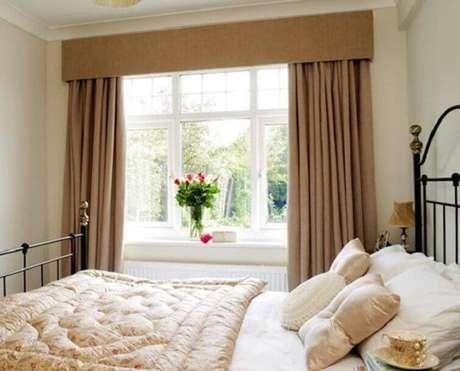 43- As cortinas para quarto de casal podem ter o bandô forrado com o mesmo tecido.