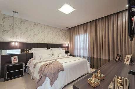 46- As cortinas para quarto com tecido em dois tons de marrom criam um aspecto elegante ao dormitório. Fonte: Manoela Lustosa