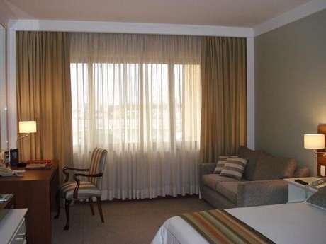 56- A cor dos tecidos das cortinas para quarto completam a decoração. Fonte: Rosangela Larcipretti