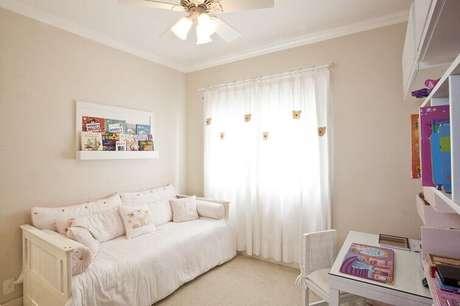 57- As cortinas para quarto infantil podem receber aplicações de bichinhos em feltro. Fonte: Pinterest