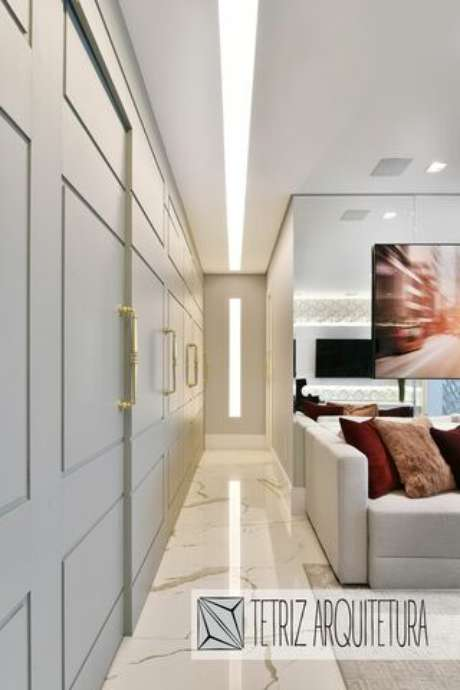 14. O desenho dos painéis feitos em gesso acartonado pode até ser transportado para as portas. Projeto por: Tetriz Arquitetura