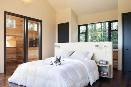 17. Em quartos, as meias paredes feitas com gesso acartonado podem servir como cabeceira. Foto: Vida de Casada