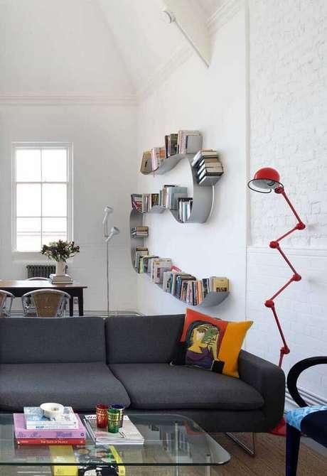 69. Invista em prateleiras com design criativo. Fonte: Pinterest