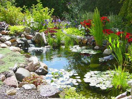 19. Veja como fazer lago artificial com lona e os melhores itens de decoração! – Por: Pinterest