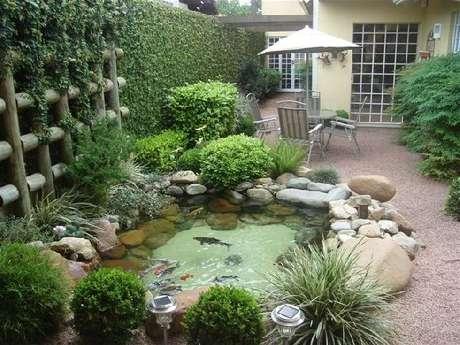 20. Jardim de casa charmoso com lago artificial – Por: Vivendo com charme