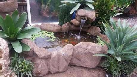 23. Até o lago artificial para jardim pequeno fica lindo em casa – Por: Pinterest