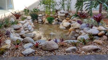 3. O encanto do lago artificial pequeno é a decoração que é feita ao redor dele. – Por: Pinterest