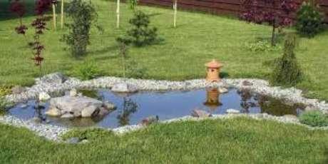 28. Que tal ter um lago artificial em casa? É fácil de fazer!