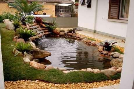 42. O lago artificial é perfeito para decorar a entrada de casa – Por: Peixe e vida