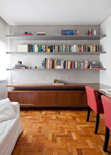78. Prateleira para livros alinhada junto a parede. Fonte: Tua Casa