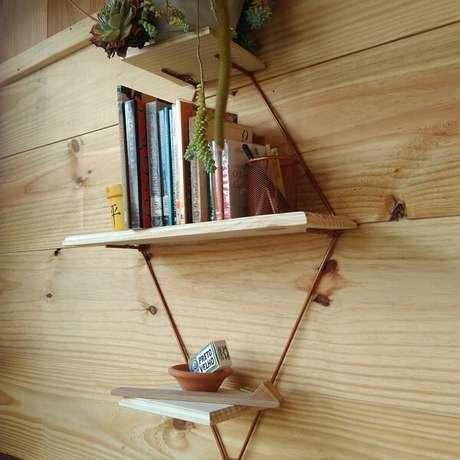 61. Prateleira para livros com design delicado. Fonte: Woodworking Walter