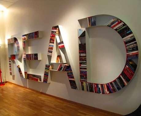 25. Prateleira para livros representando a palavra READ. Fonte: Pinterest