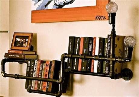 3. Prateleira para livros com design ousado e lâmpada lateral. Fonte: Pinterest
