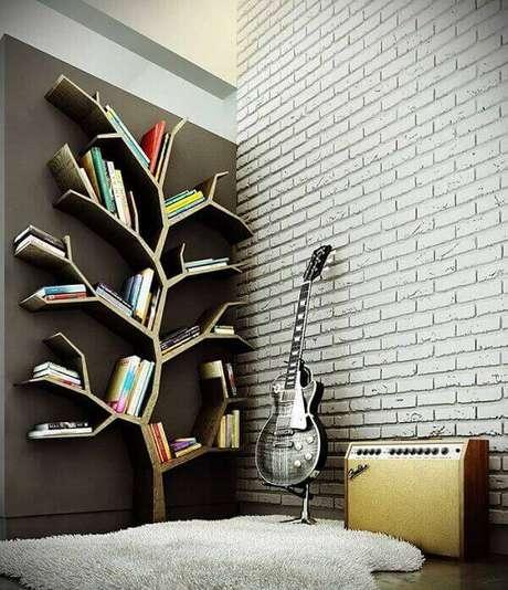 33. Prateleira para livros com formato de árvore, suas ramificações são usados para posicionar os livros. Fonte: Pinterest