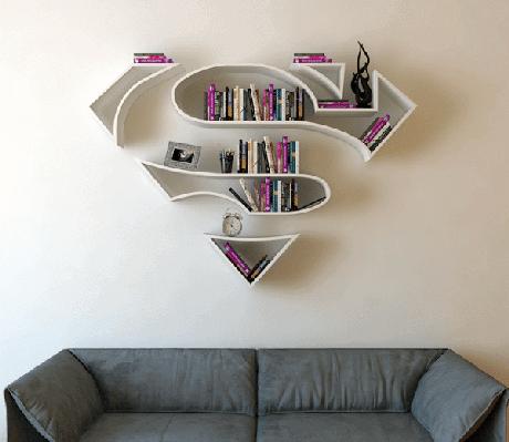 35. Prateleira para livros com o símbolo do Superman. Fonte: My Modern Met