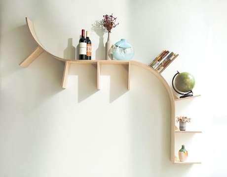 37. Prateleira para livros de madeira em formato curvo. Fonte: Pinterest