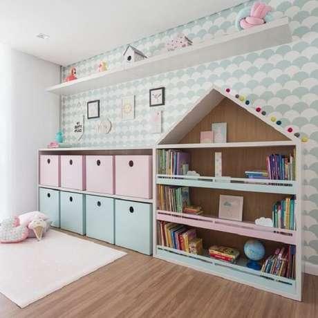 """42. Prateleira para livros infantil com design criativo em forma de """"casinha"""". Fonte: Anna Peppe"""