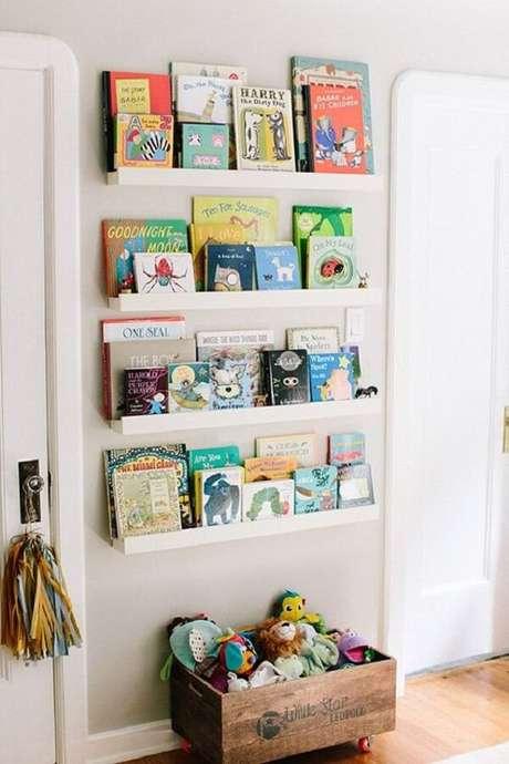 44. Prateleira para livros de parede para quarto infantil. Fonte: Pinterest