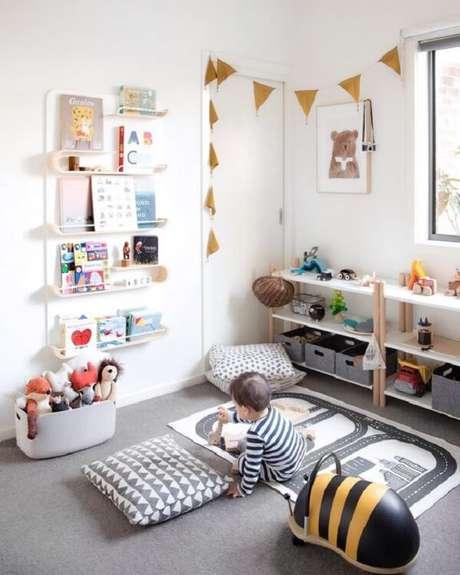 6. Prateleira para livros infantil seguindo o conceito Montessori. Fonte: Criando Com Apego