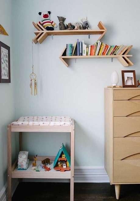 85. Prateleira para livros em formato de setas, organizam e encantam a decoração do ambiente. Fonte: Pinterest