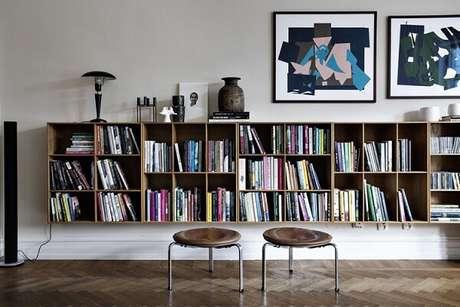 87. Prateleira para livros posicionado na sala de estar. Fonte: Hometeka