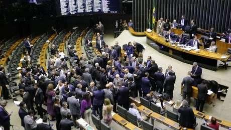 O projeto sofreu alterações no Senado, por isso será devolvido à Câmara dos Deputados, onde será apreciado novamente