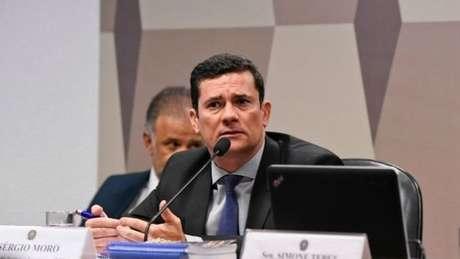 A aprovação do projeto de lei ocorre uma semana após o ministro Sergio Moro passar horas no Senado respondendo a perguntas sobre mensagens que teriam sido trocadas entre ele e o coordenador da força-tarefa da Lava Jato
