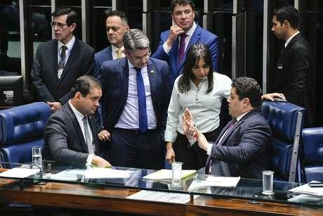 Senado aprovaprojeto que criminaliza o abuso de autoridade