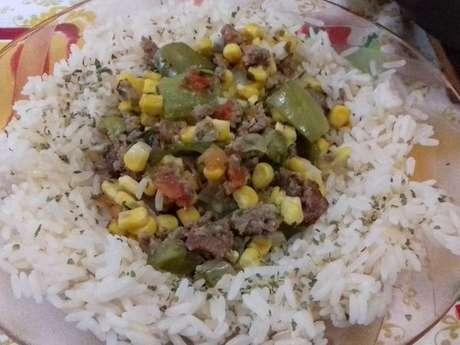 Carne moída com milho e pimentão