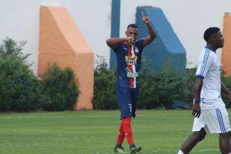 Repatriado, Jones volta ao clube que o revelou para o futebol (Foto: Divulgação)