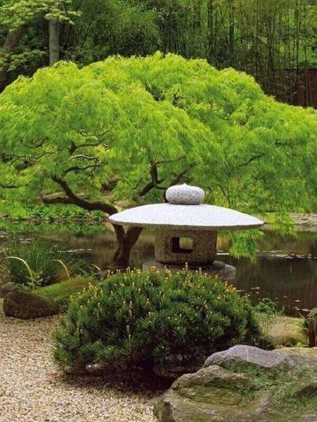 12. A lanterna de pedra não pode faltar no Jardim Japonês. Fonte: Pinterest